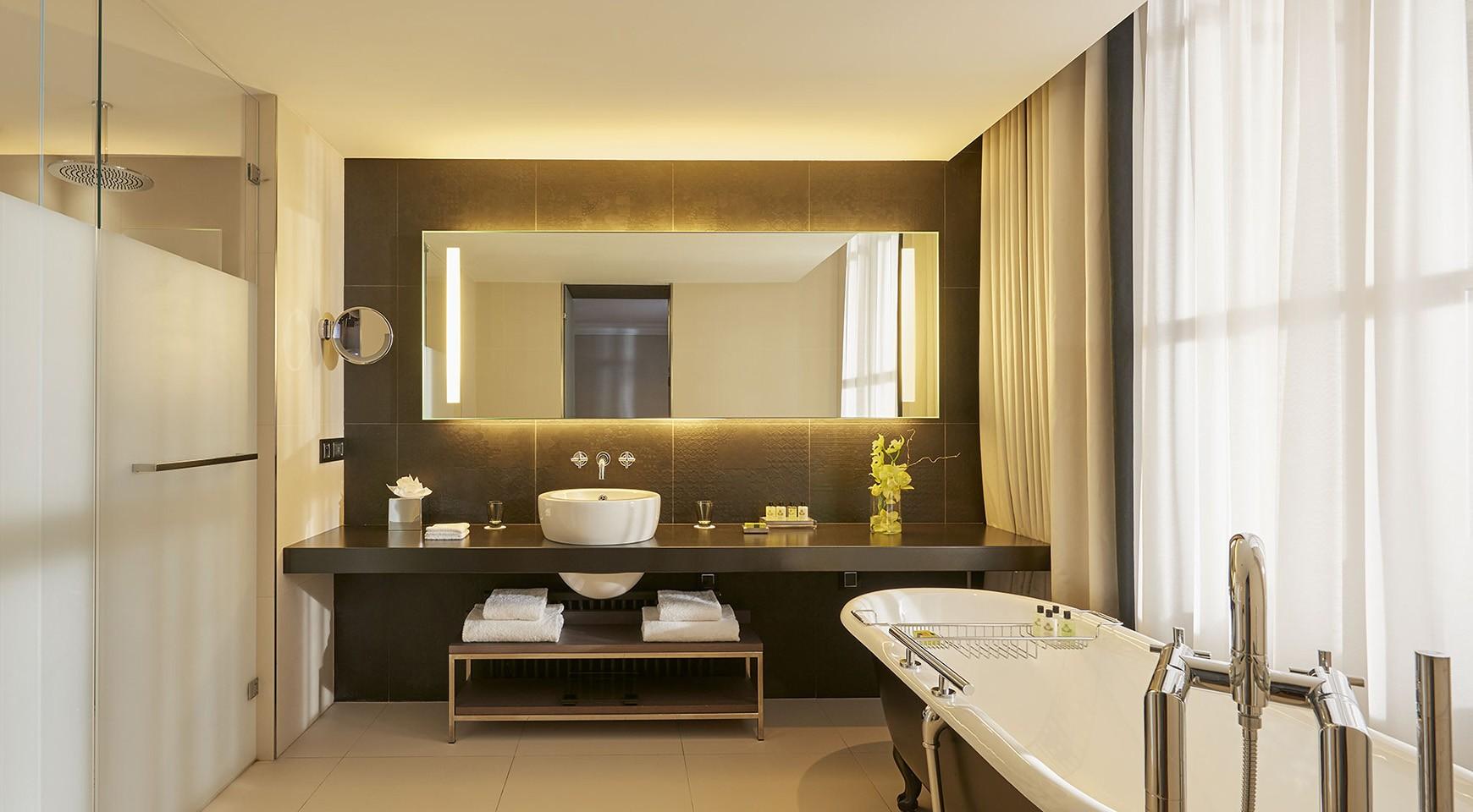 InterContinental-Marseille-Hotel-Dieu-Suite-Junior-avec-terrasse-salle-de-bain