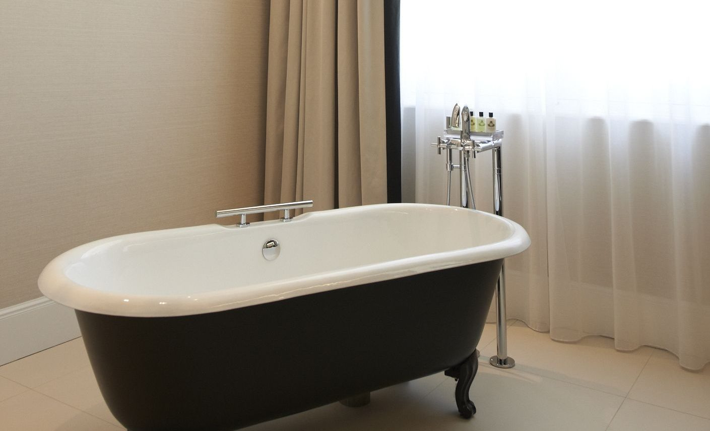 InterContinental-Marseille-Hotel-Dieu-Suite-Prestige-salle-de-bain