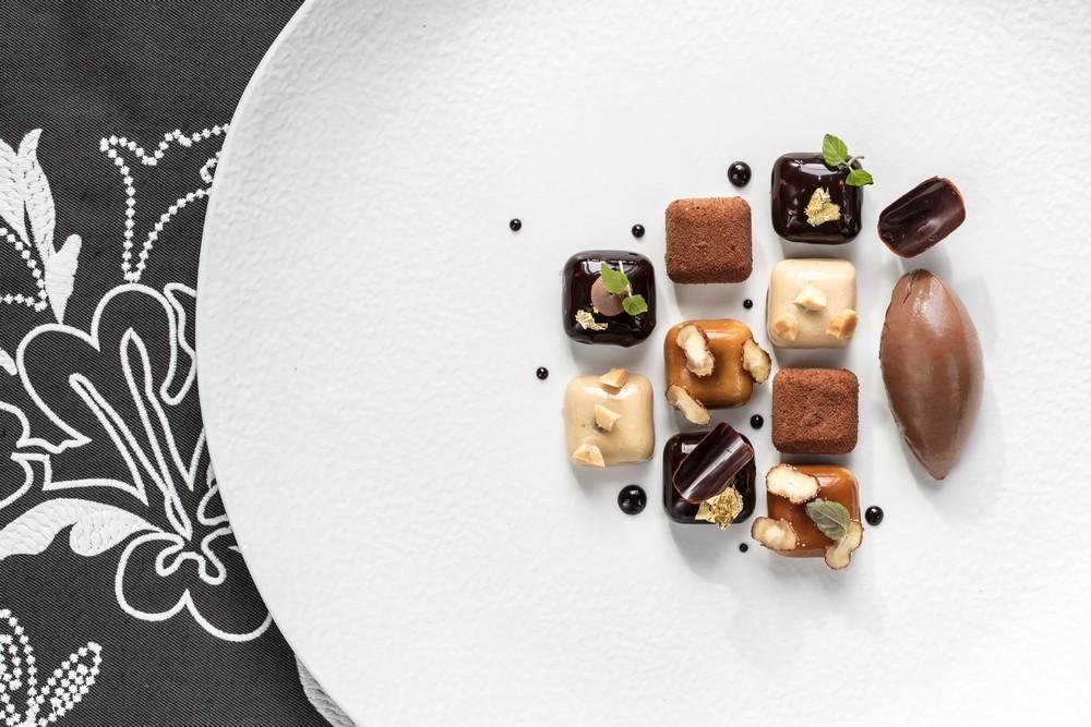 InterContinental-Marseille-Hotel-Alcyone-Damier-de-chocolat-et-pralin-de-M-Boudina-copeaux-de-noisettes