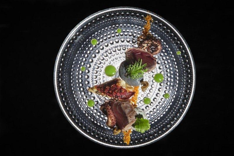 InterContinental-Marseille-Hotel-Alcyone-Pelamide-de-mediterranee-poulpe-frit-galets-a-la-soubressade-gastrique-tomate-verte