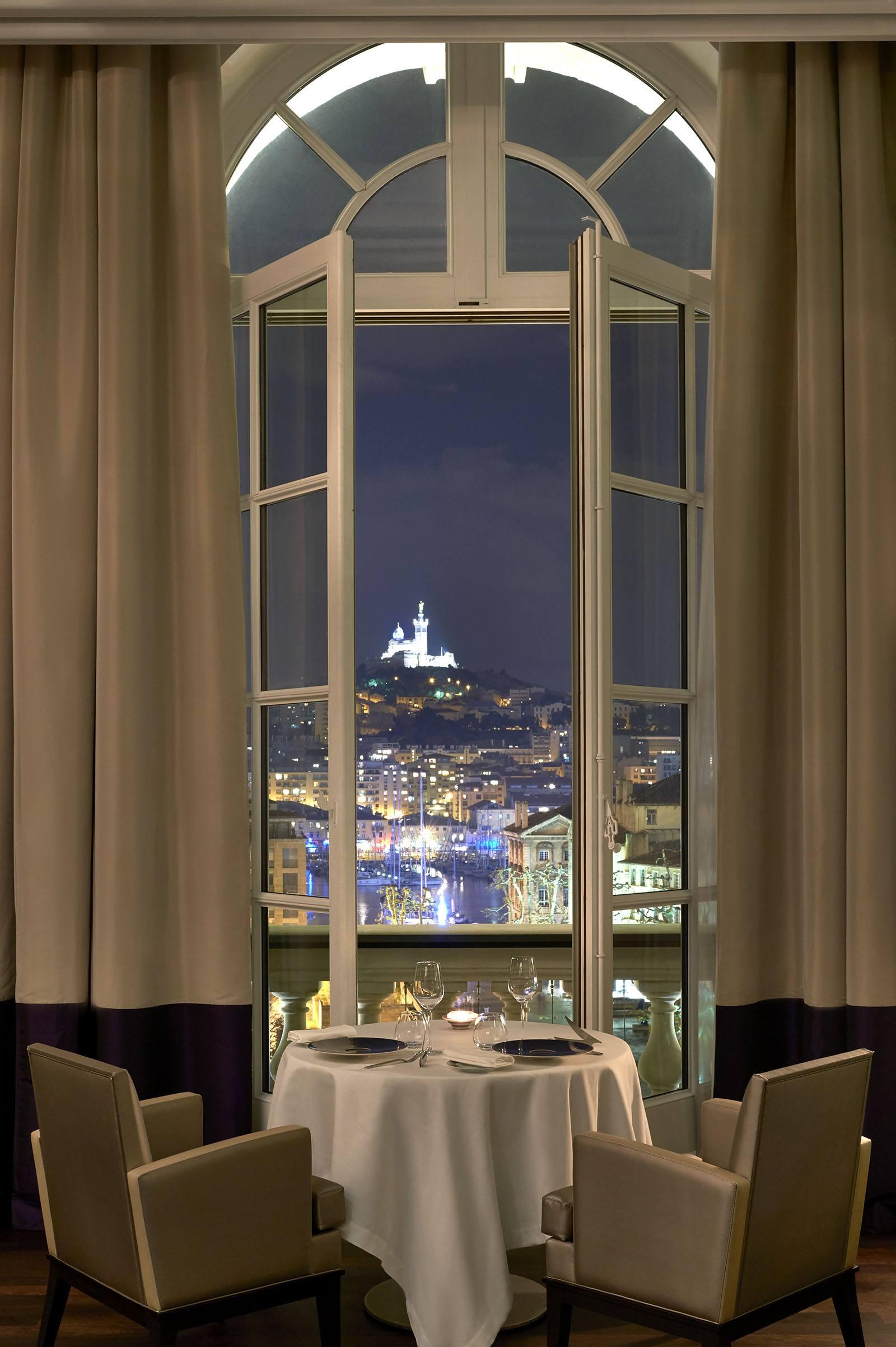 InterContinental-Marseille-Hotel-Alcyone-restaurant-marseille-vue