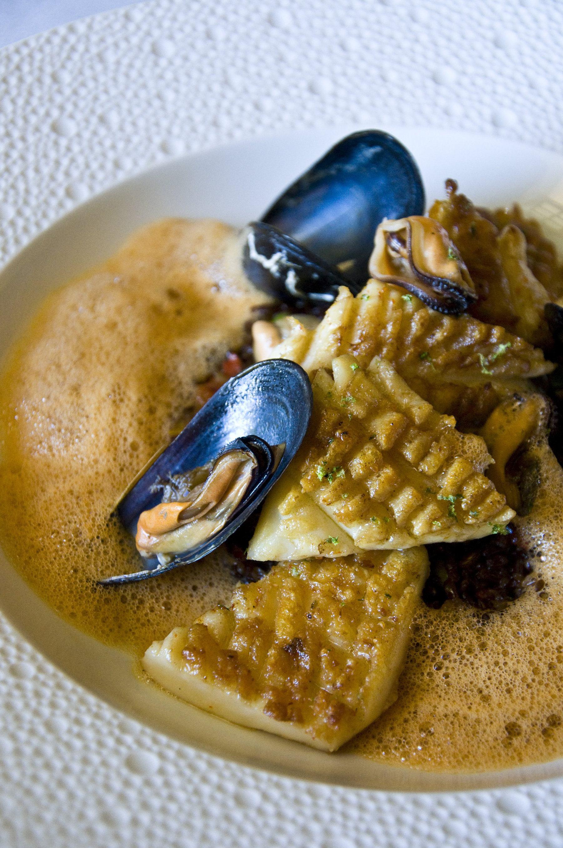 InterContinental-Marseille-Hotel-Dieu-Gros-calamars-cuisines-comme-une-paella-riz-de-Camargue