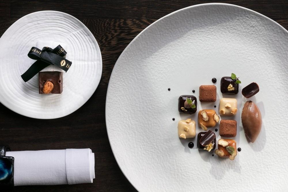 InterContinental-Marseille-Hotel-Dieu-Le-Chef-Lionel-Levy-Damier-de-chocolat-et-pralin-de-M-Boudina-copeaux-de-noisettes