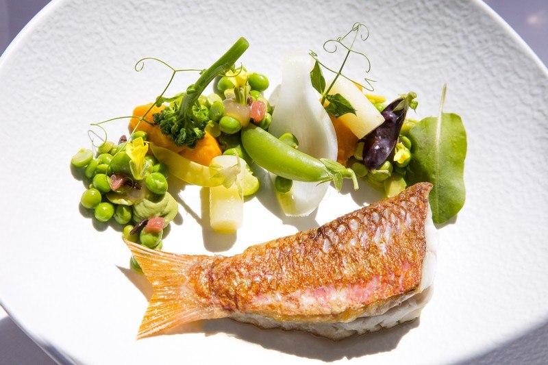 InterContinental-Marseille-Hotel-Dieu-Le-Chef-Lionel-Levy-Peche-du-moment-legumes-en-cassolette-au-thym-citron