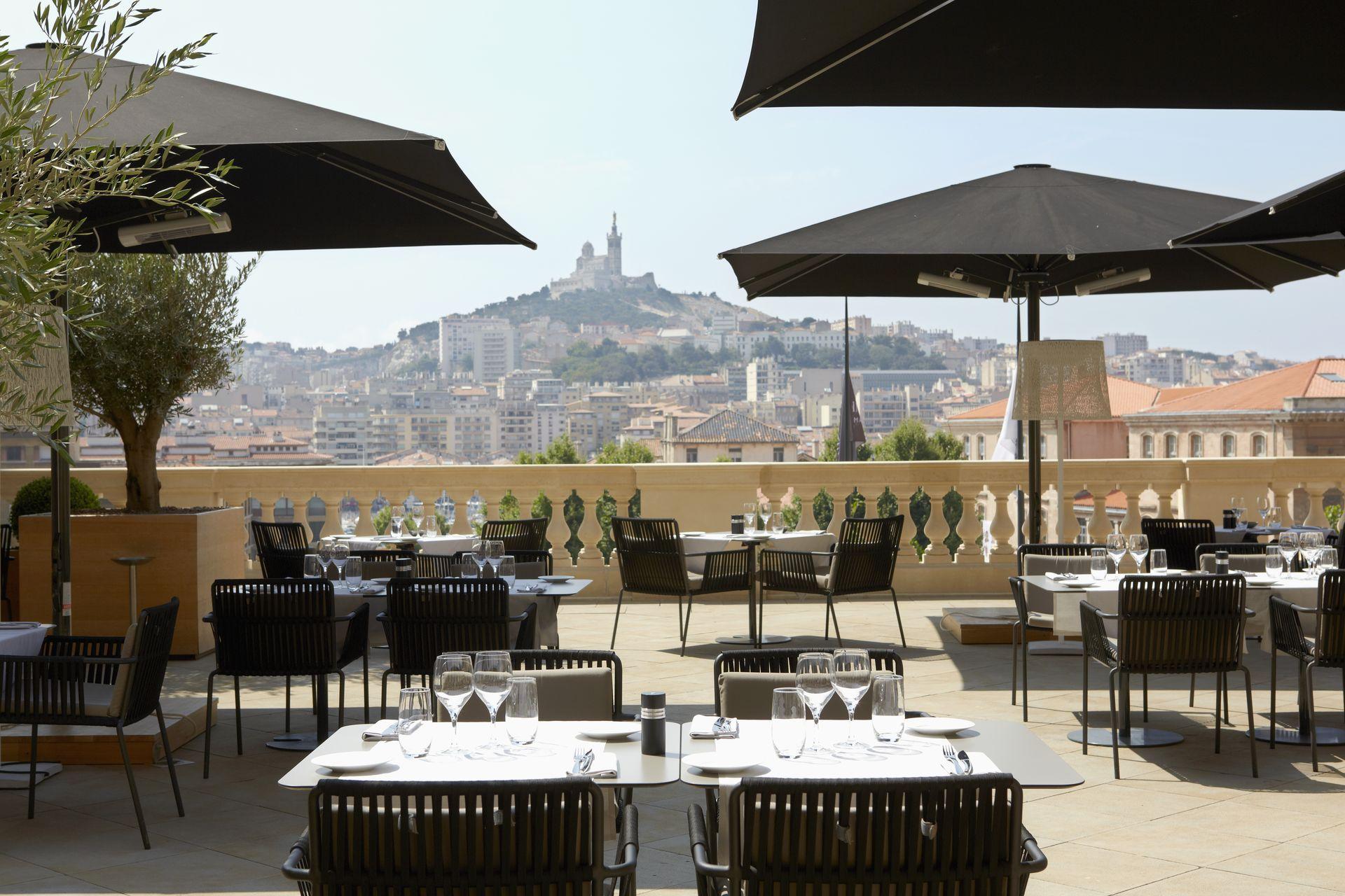 InterContinental-Marseille-Hotel-Dieu-Terrasse-Les-Fenêtres