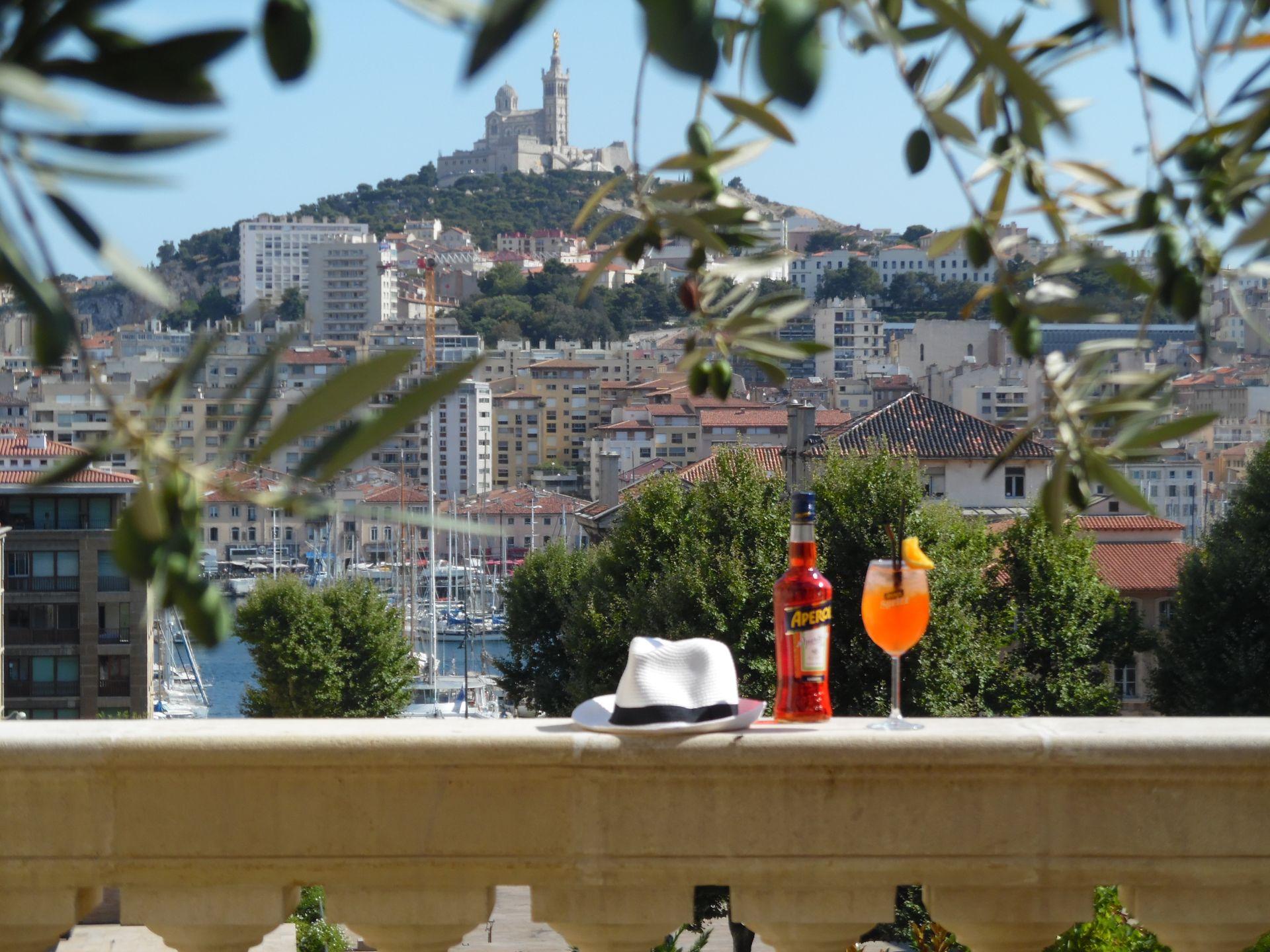 InterContinental-Marseille-Hotel-Dieu-bar-Le-Capian-Apéritifs_1