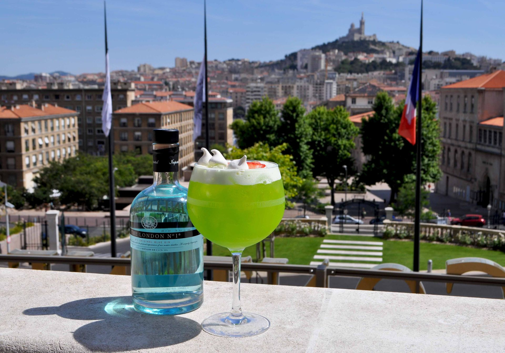 InterContinental-Marseille-Hotel-Dieu-bar-Le-Capian-Cocktail-Gin_1