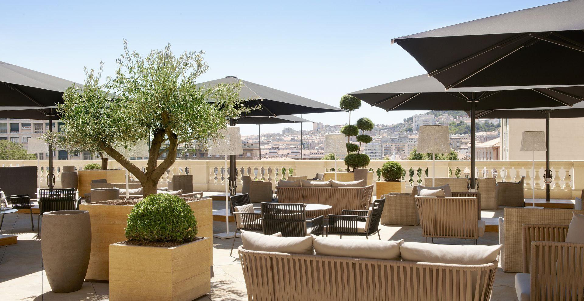 InterContinental-Marseille-Hotel-Dieu-bar-Le-Capian-Photo-Collations