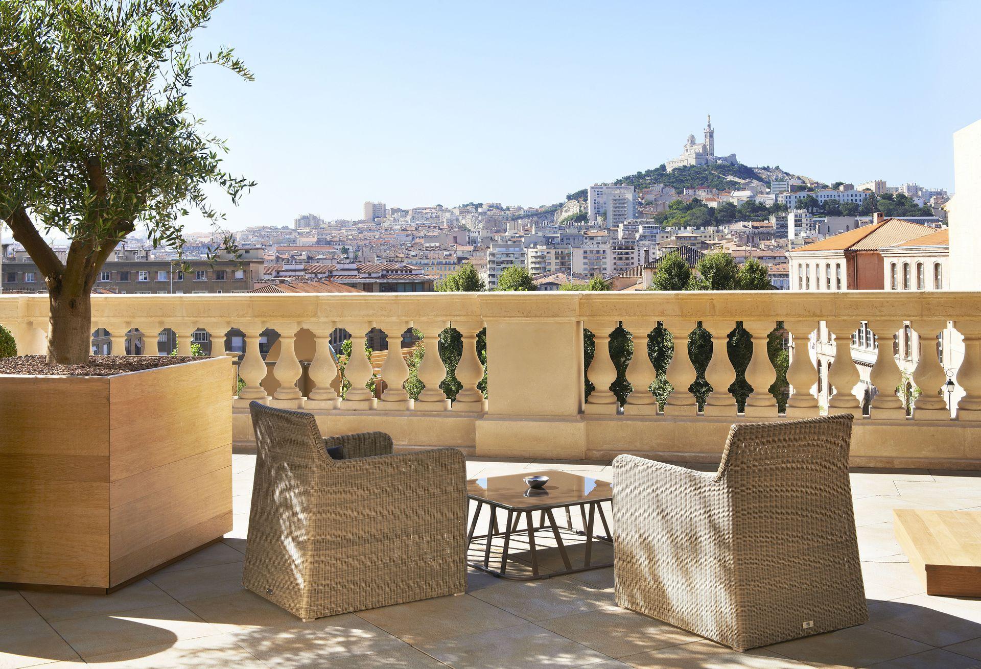 InterContinental-Marseille-Hotel-Dieu-bar-Le-Capian-Terrasse-Bar